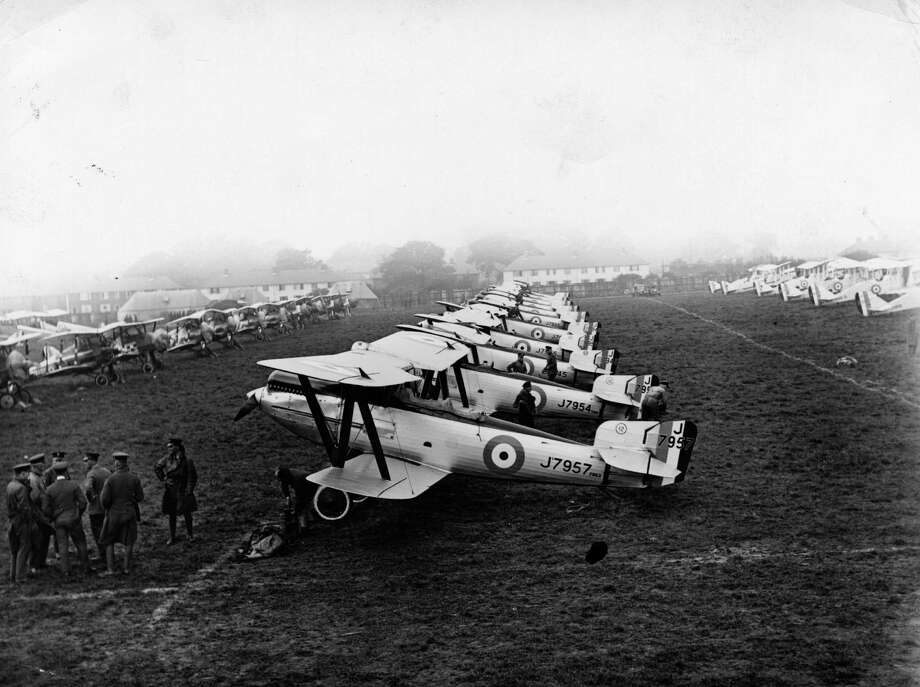 A line of airplanes awaits rehearsals for the Hendon, England, Air Pageant, circa 1927. Photo: Topical Press Agency, Getty Images / Hulton Archive