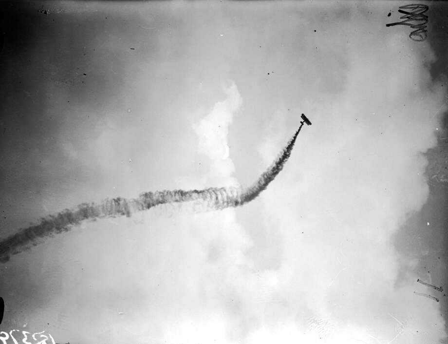 An aircraft flies during an air pageant rehearsal in Hendon, England, in July 1929. Photo: Fox Photos, Getty Images / Hulton Archive