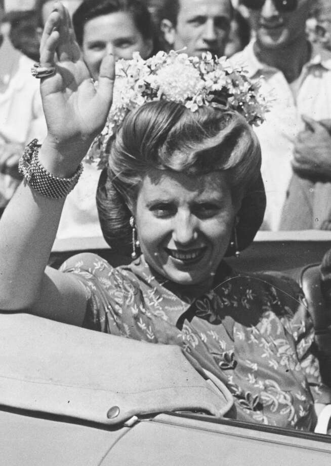 1947:  Eva Peron (1919 - 1952), former actress and wife of Argentinian president, Juan Peron, waving from her car in Milan where she is attending a commercial exhibition.