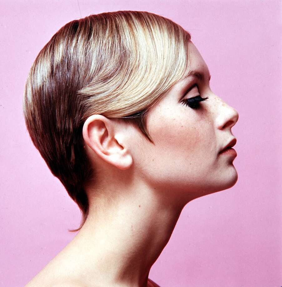 1967, Modelling, A portrait of British model Twiggy wearing black mascara