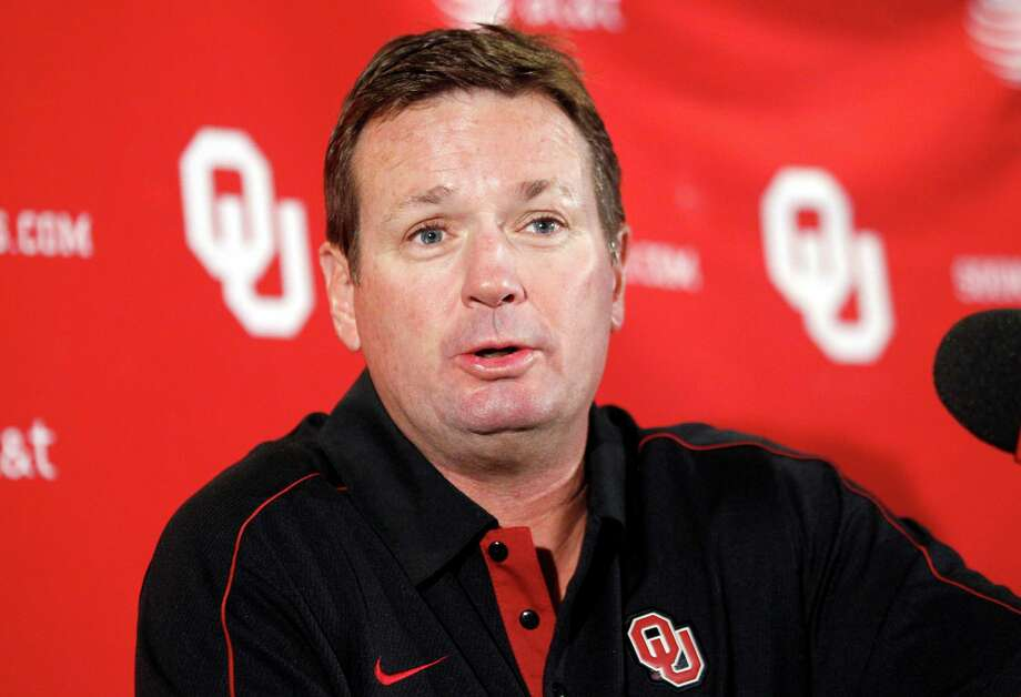 FILE - In this Oct. 15, 2012 file photo, Oklahoma head coach Bob Stoops answers a question during an NCAA college football news conference in Norman, Okla. Police in Norman are investigating a burglary at the home of Stoops. Norman police Lt. Eric Lehenbauer says a vehicle and other items were stolen early Wednesday, June 19, 2013 from Stoops' home. (AP Photo/Sue Ogrocki, File) Photo: Sue Ogrocki, Associated Press / AP