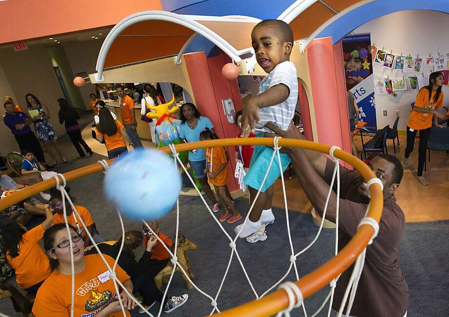 And Bosh taps to Ray Allen in the corner, three-pointer ... GOOD!C.J. Brown, with an assist 