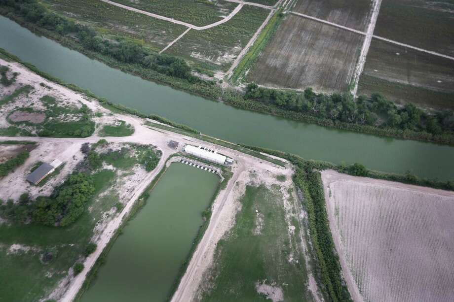HCR 55 urges the U.S. Department of State to ensure that Mexico complies with the 1944 treaty to share water resources. The Rio Grande serves both sides of the border. Photo: John Moore, Getty Images