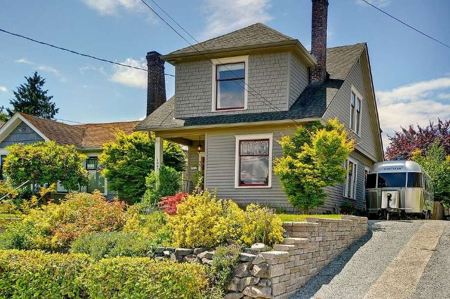 Front of 4007 Cascadia Ave. S.
