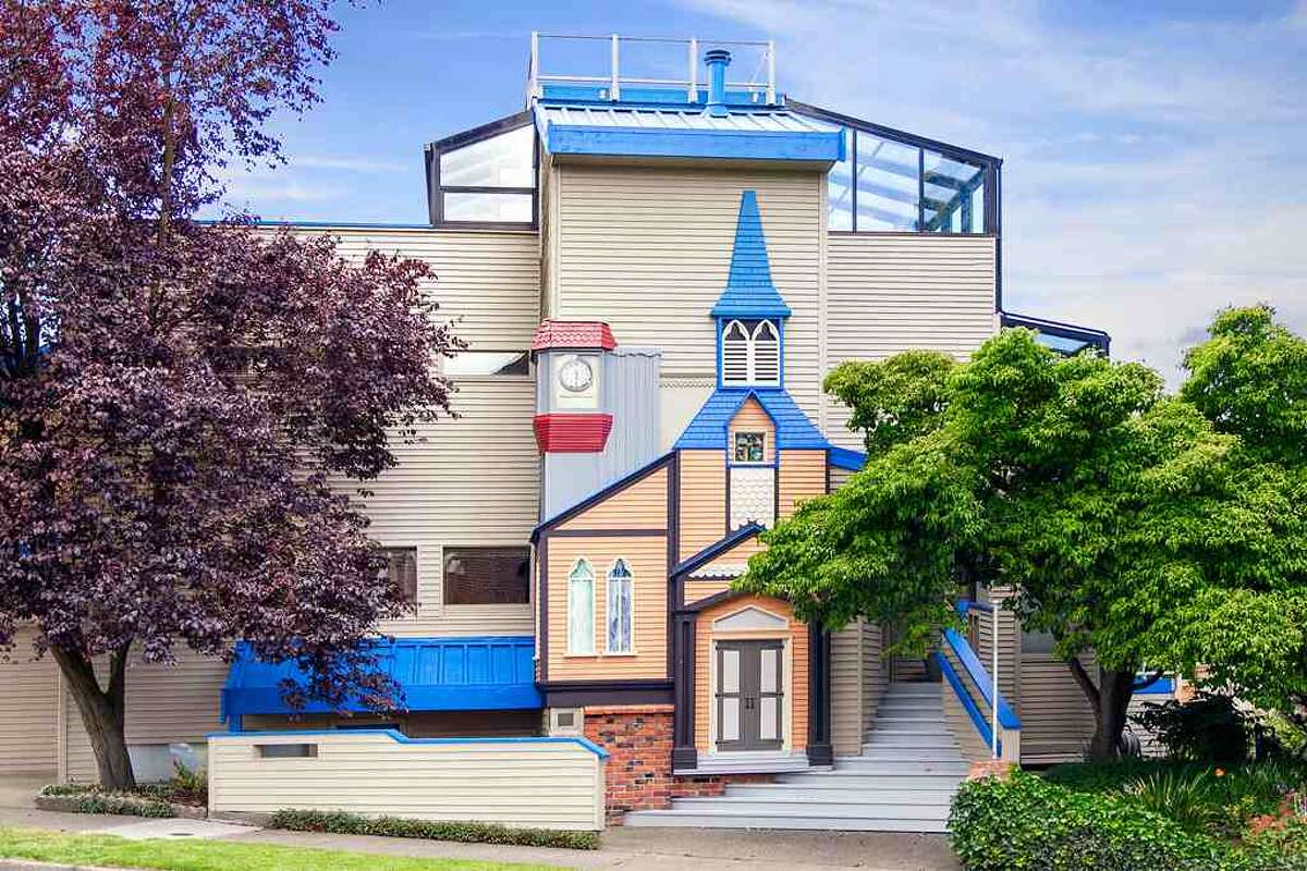 Looking for a big, contemporary home with a touch of whimsy in Green Lake? Check out 6318 E. Green Lake Way N. The 4,480-square-foot house, built in 1923 but overhauled in 1984, has five bedrooms, 4.25 bathrooms, a family room, sun rooms, slate floors, vaulted ceilings, a wet bar, a balcony and a roof deck on a 4,401-square-foot lot with a view of Green Lake. It's listed for $1.2 million.