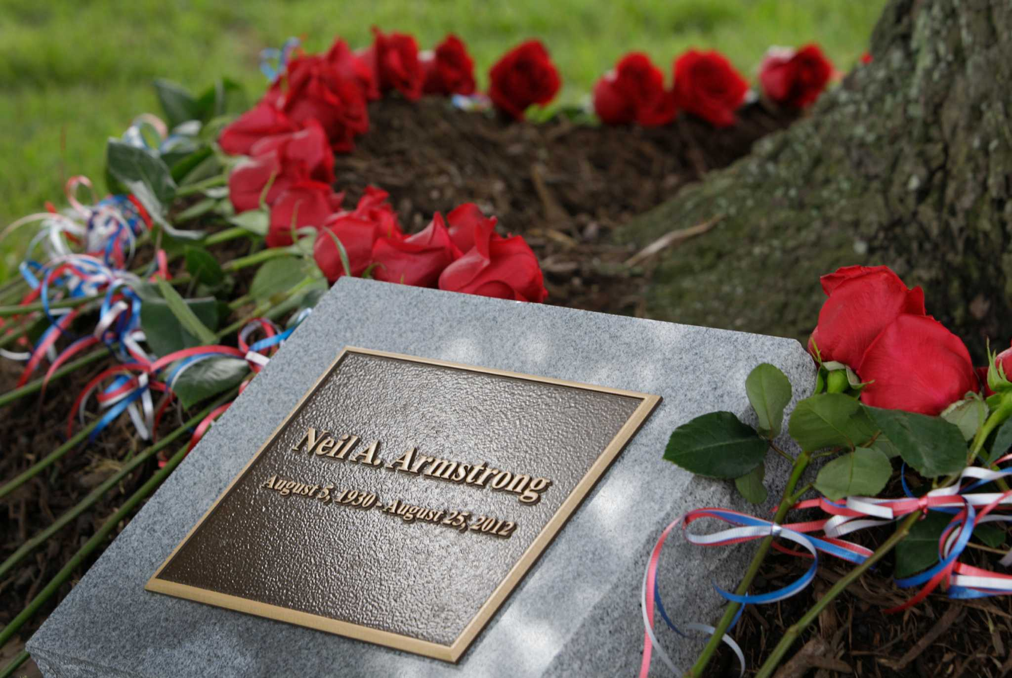 Memorial for Neil Armstrong at JSC - Houston Chronicle