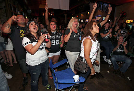 Spurs fans watch game 7 of the NBA finals at Moses Rose's Tavern  in downtown San Antonio .  June 20, 2013. Photo: Tom Reel, San Antonio Express-News