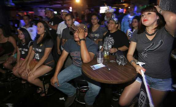 Spurs fans at The Basement Bar and Lounge near Alamo Plaza react to a Miami basket in the first half of the game. on Thursday, June, 20, 2013. Photo: Bob Owen, San Antonio Express-News / ©2013 San Antonio Express-News