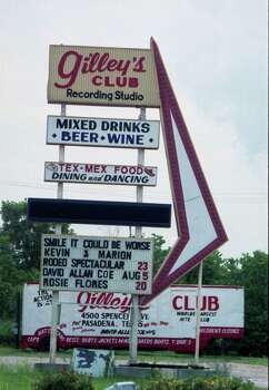 The sign at Gilley's Club in 1988. Photo: Ben DeSoto, Houston Chronicle / The Houston Chronicle