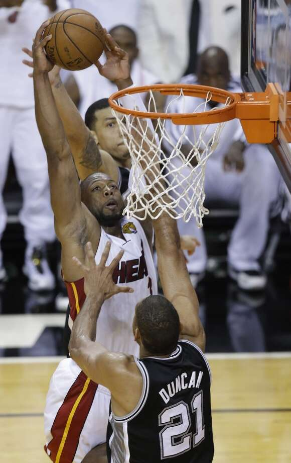 Dwyane Wade shoots over Tim Duncan. Photo: Wilfredo Lee, Associated Press