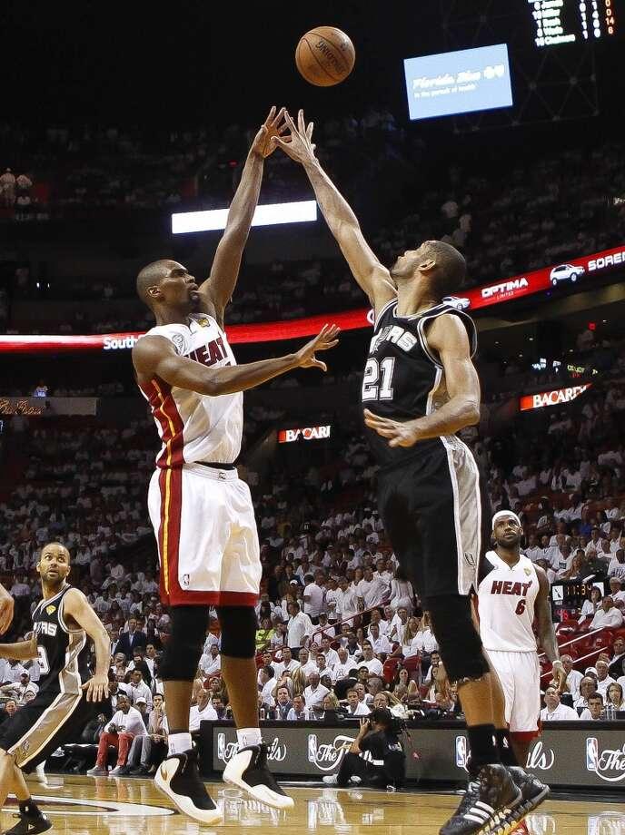 Chris Bosh shoots a jumper over Tim Duncan. Photo: Bill Ingram, McClatchy-Tribune News Service
