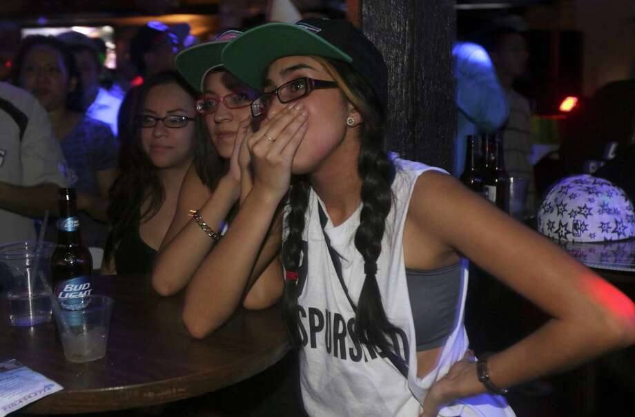 Fans watching game 7 at the Basement Bar and Lounge realize the Spurs can win close to the end of the game on Thursday, June, 20, 2013. Photo: Bob Owen, San Antonio Express-News / ©2013 San Antonio Express-News