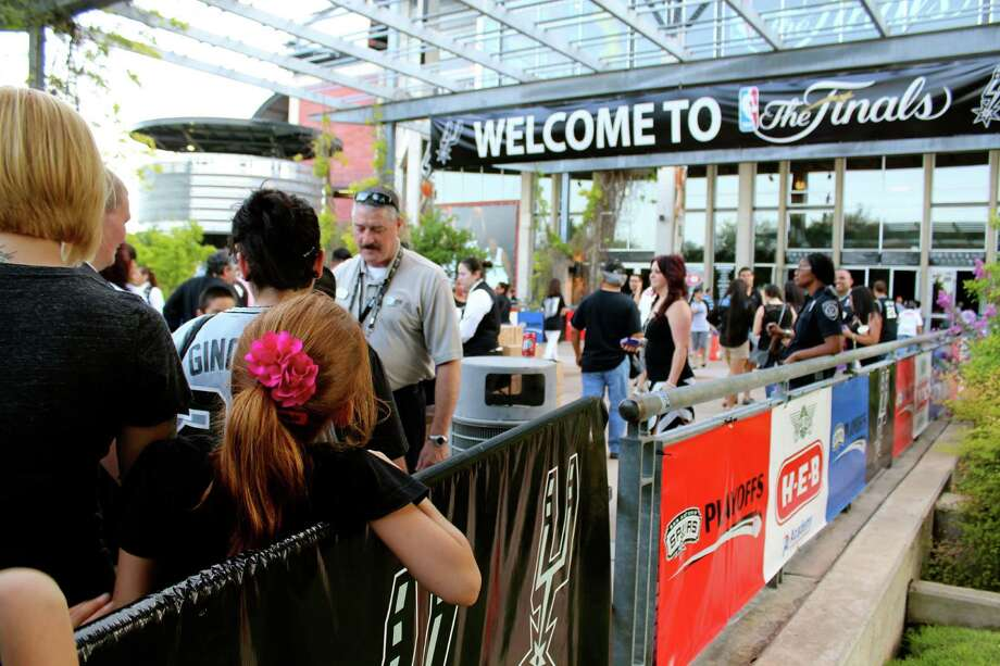 Spurs fans gather at the AT&T Center to watch Game 7 against the Miami Heat on Thursday, June 20, 2013. Photo: Yvonne Zamora / For MySA.com