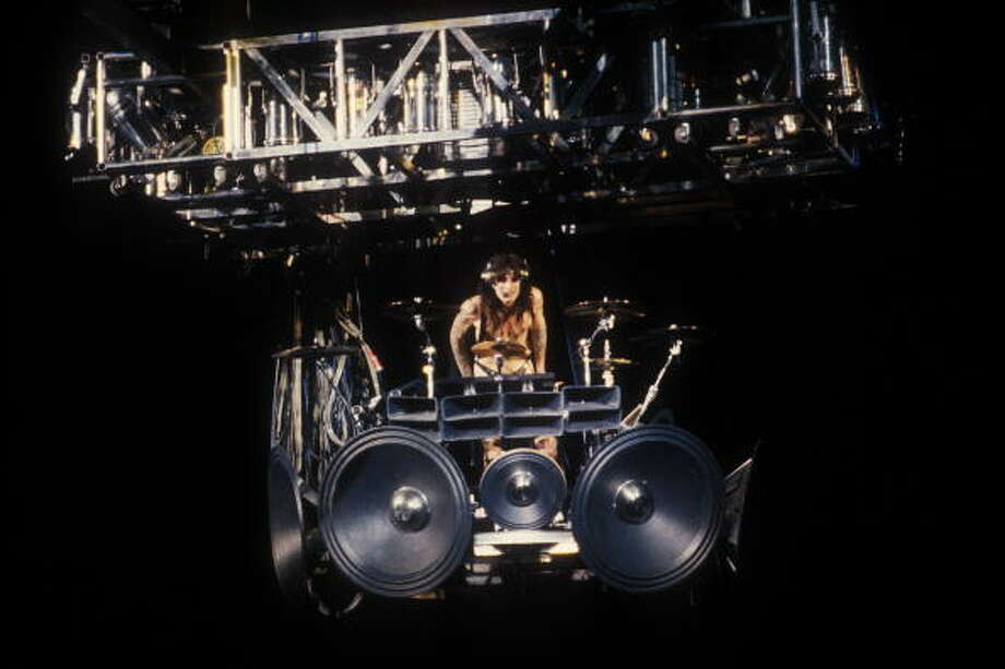 Tommy Lee's revolving drum kit  stunt is called The Tommy Lee. Photo: Ebet Roberts, Redferns / Redferns