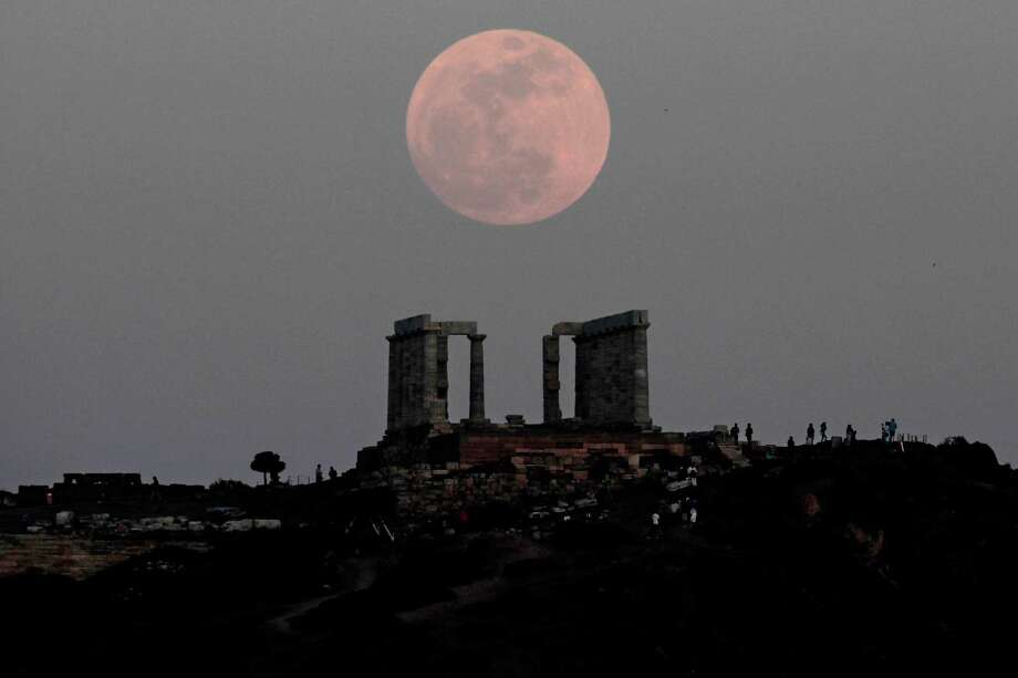 Here's a look at the supermoon on Saturday, May 5, 2012. The moon is rising behind the Temple of Poseidon in Cape Sounion, Greece, southeast of Athens.  (AP Photo/Dimitri Messinis) Photo: Getty/ap