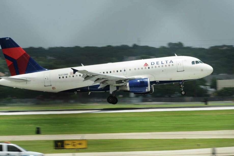 The Delta jet carrying the San Antonio Spurs team members arrives at San Antonio International Airport on Friday, June 21, 2013. Photo: Billy Calzada, San Antonio Express-News / San Antonio Express-News