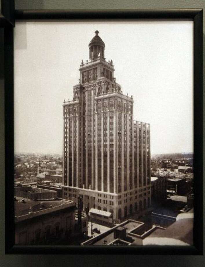The Niels Esperson Building in earlier days.