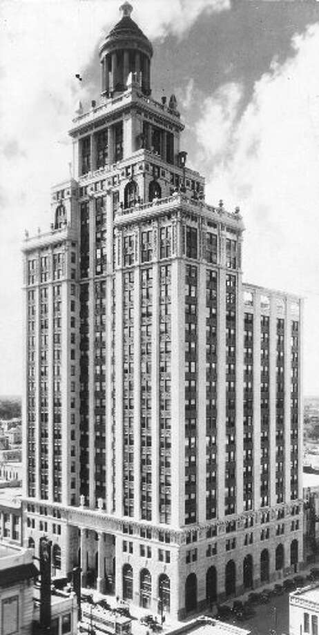 The Niels Esperson Building was designed by John Eberson of Chicago.
