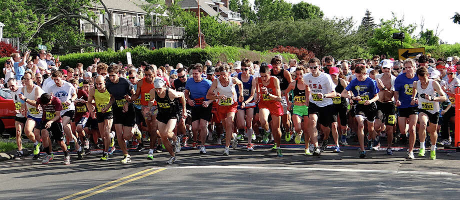 More than 1,000 runners surge from the starting line Saturday morning at Jennings Beach for the annual Fairfield Road Races 5K run. Photo: Mike Lauterborn / Fairfield Citizen