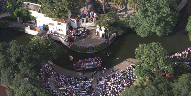 Aerial view of the Arneson River Theatre on the River Walk June 27, 1999. Photo: Kin Man Hui, San Antonio Express-News / SAN ANTONIO EXPRESS NEWS