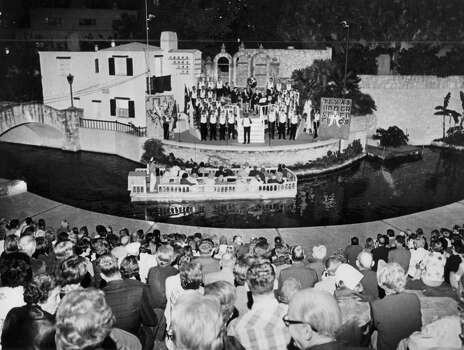 The Texas Under Seven Flags chordsmen perform at the Arneson River Theatre during NIOSA in 1968. Photo: San Antonio Express-News File Photo