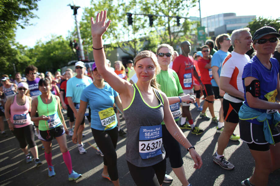 A participant waves from the start line. Photo: JOSHUA TRUJILLO, SEATTLEPI.COM / SEATTLEPI.COM
