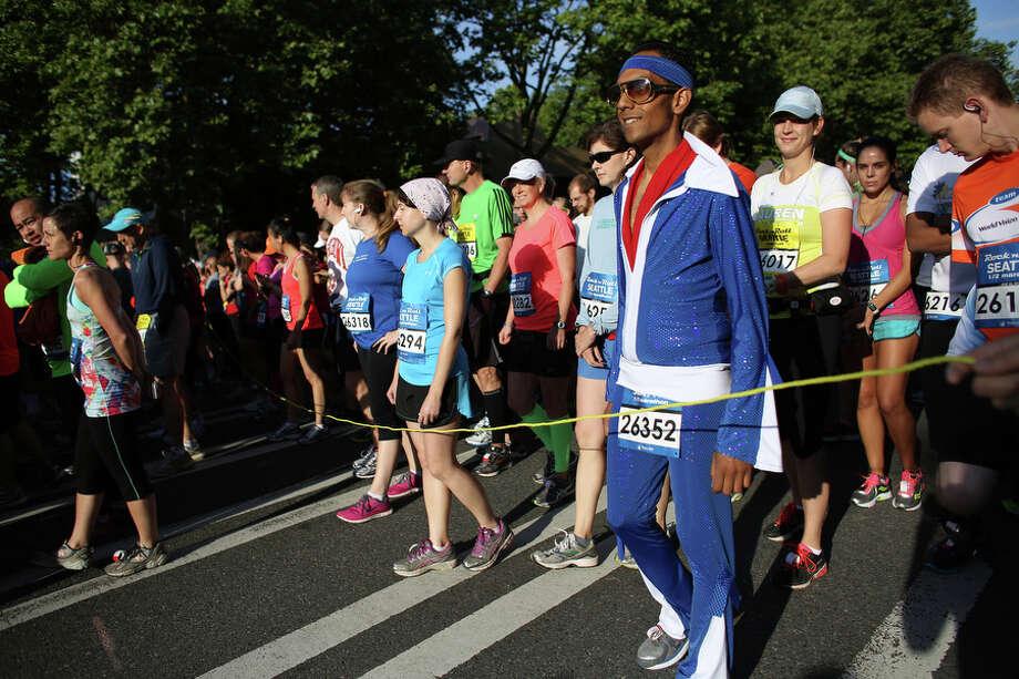Runners wait near the start. Photo: JOSHUA TRUJILLO, SEATTLEPI.COM / SEATTLEPI.COM
