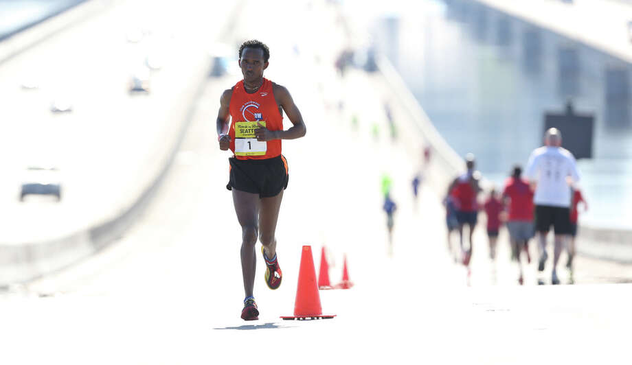 Teshome Kekobe crosses the I-90 bridge. He placed second for the men with a time of 02:36:33. Photo: JOSHUA TRUJILLO, SEATTLEPI.COM / SEATTLEPI.COM