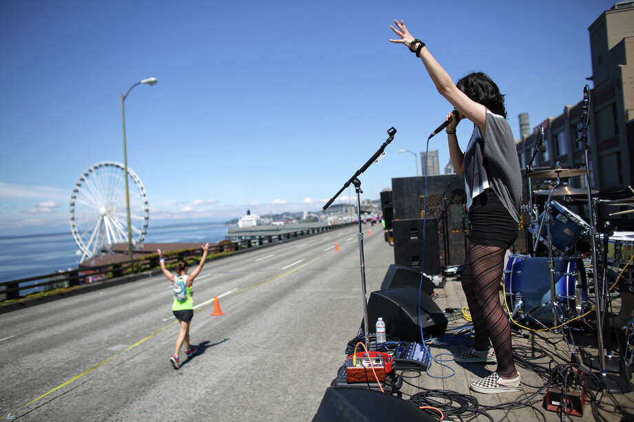 Amber Shine performs with her band Yevtushenko on the Alaskan Way Viaduct. Photo: JOSHUA TRUJILLO, SEATTLEPI.COM / SEATTLEPI.COM