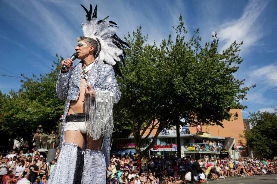 Stilt-walkers entertain the thousands lining the street. Photo: JORDAN STEAD, SEATTLEPI.COM / SEATTLEPI.COM