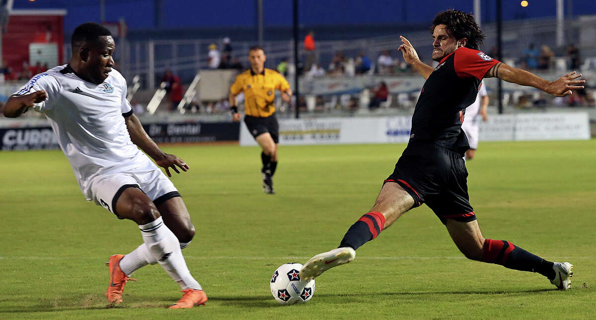Blake Wagner controls the ball for the Scorpions as San Antonio hosts FC Edmonton on June 22, 2013.