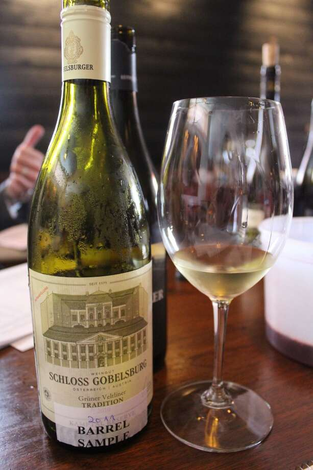 "The 2011 Schloss Gobelsburg Grüner Veltliner ""Tradition"" has notes of gooseberries and vegetables, such as green beans."