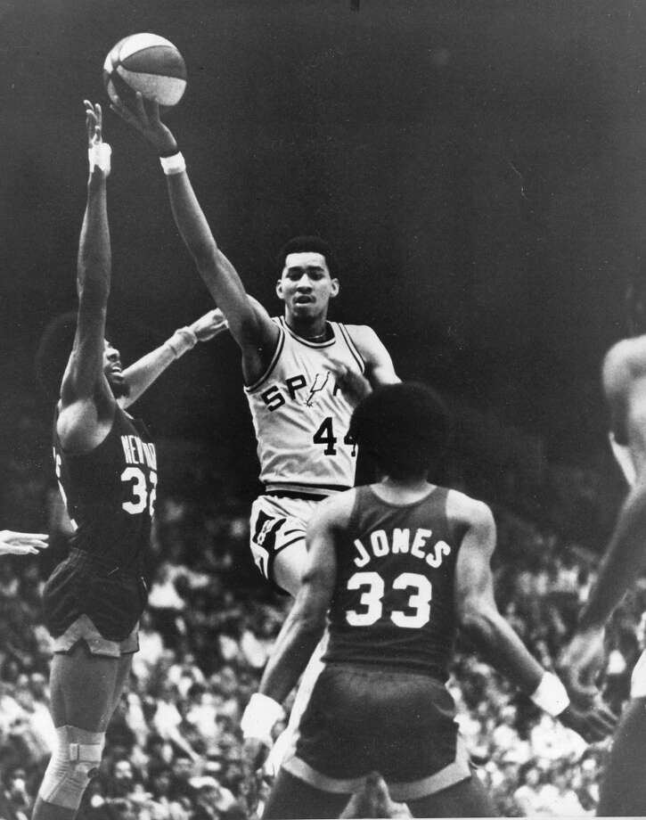 The Spurs' George Gervin splits the defense of the Nets' Julius Erving (left) and Rich Jones (33) during a regular-season ABA game against New York at HemisFair Arena on March 5, 1976.