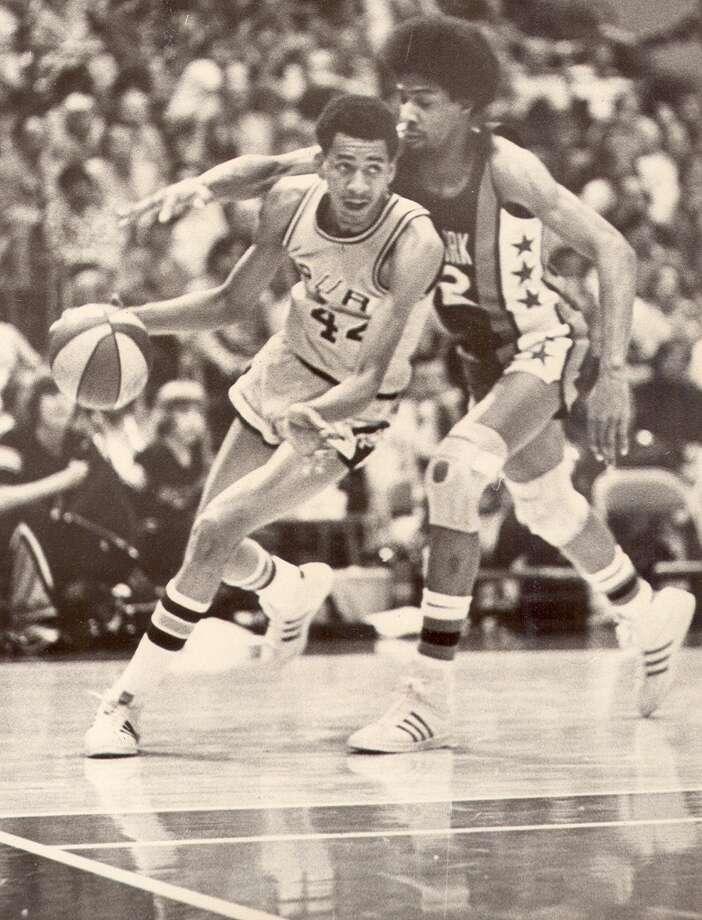 Spurs star George Gervin drives around Julius Erving in 1975 at the HemisFair Arena in San Antonio.