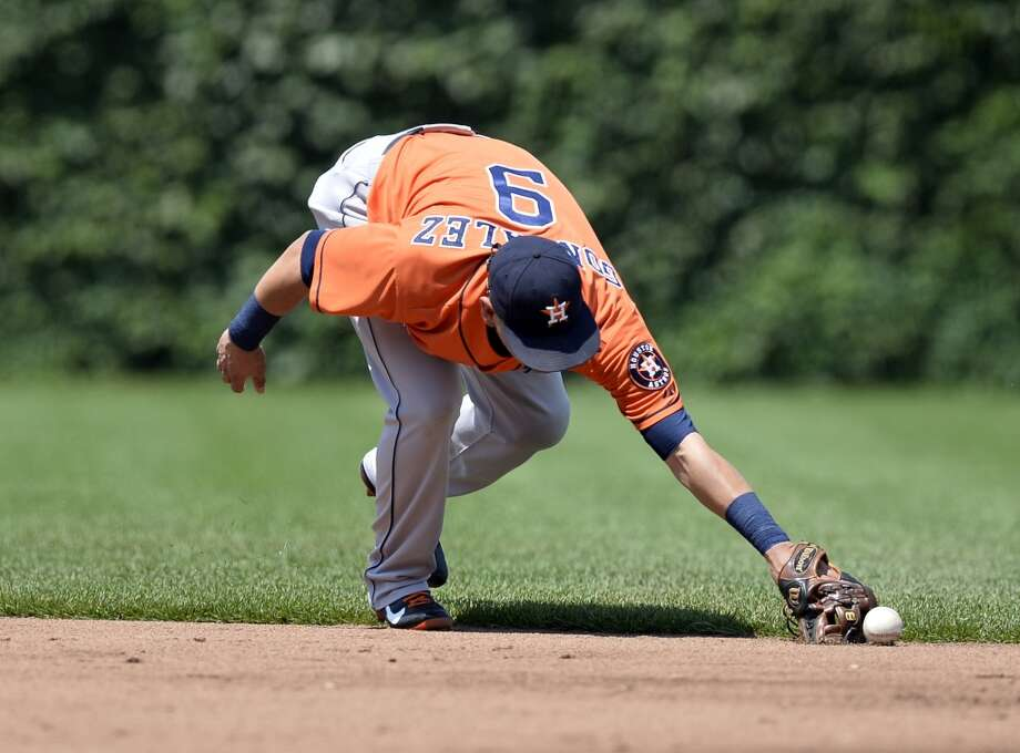 Marwin Gonzalez of the Astros commits a fielding error against the Cubs.
