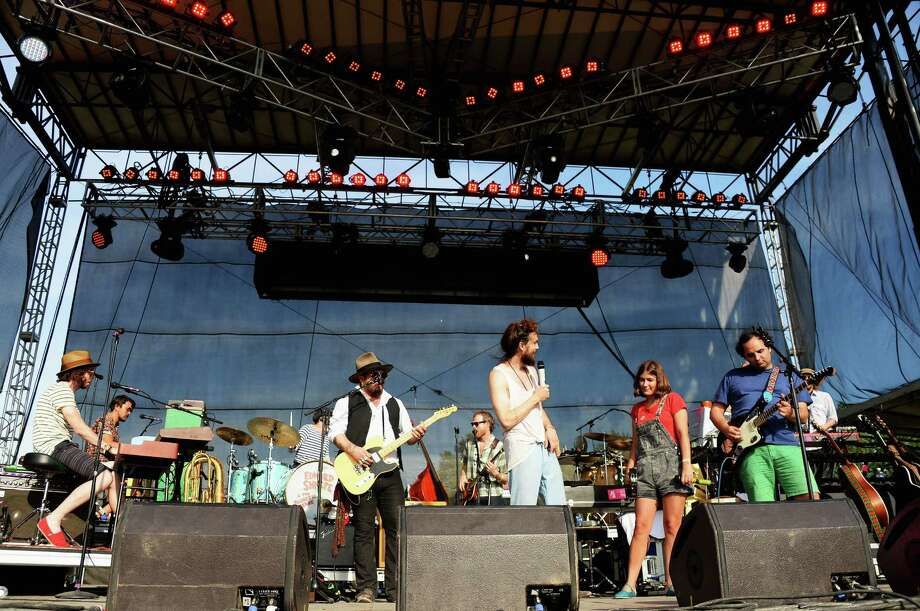 Alex Ebert (C) of the band Edward Sharpe and the Magnetic Zeros performs onstage at the Firefly Music Festival at The Woodlands of Dover International Speedway on June 22, 2013 in Dover, Delaware. Photo: Theo Wargo, (Credit Too Long, See Caption) / 2013 Getty Images