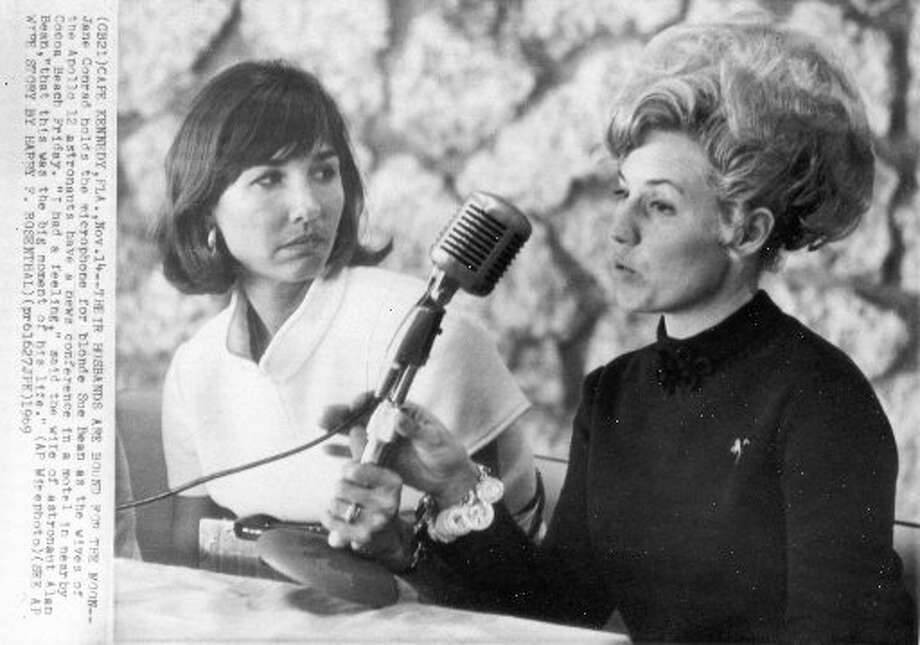 Jane Conrad holds the microphone for Sue Bean, right, as the wives of  Apollo 12 astronauts have a news conference in  Cocoa Beach, Fla., Nov. 1969.  (AP)