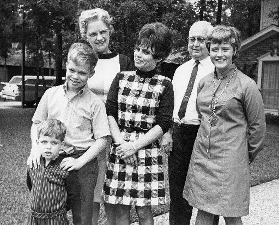 Harriet Eisele, then wife of Apollo 7 astronaut Donn Eisele, greets the media on her front lawn in 1968 with her parents and her children. (Houston Chronicle files)