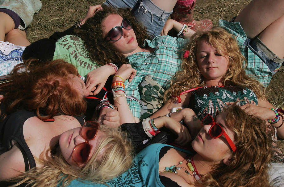2008: Festival goers relax in the sunshine at the Glastonbury Festival at Worthy Farm, Pilton on June 28 2008 in Glastonbury, Somerset, England. Photo: Matt Cardy, Getty Images / 2008 Getty Images