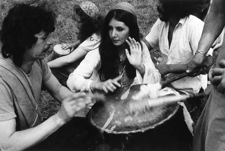 1972: Hippies banging a drum. Photo: Vincent McEvoy, Redferns / Redferns