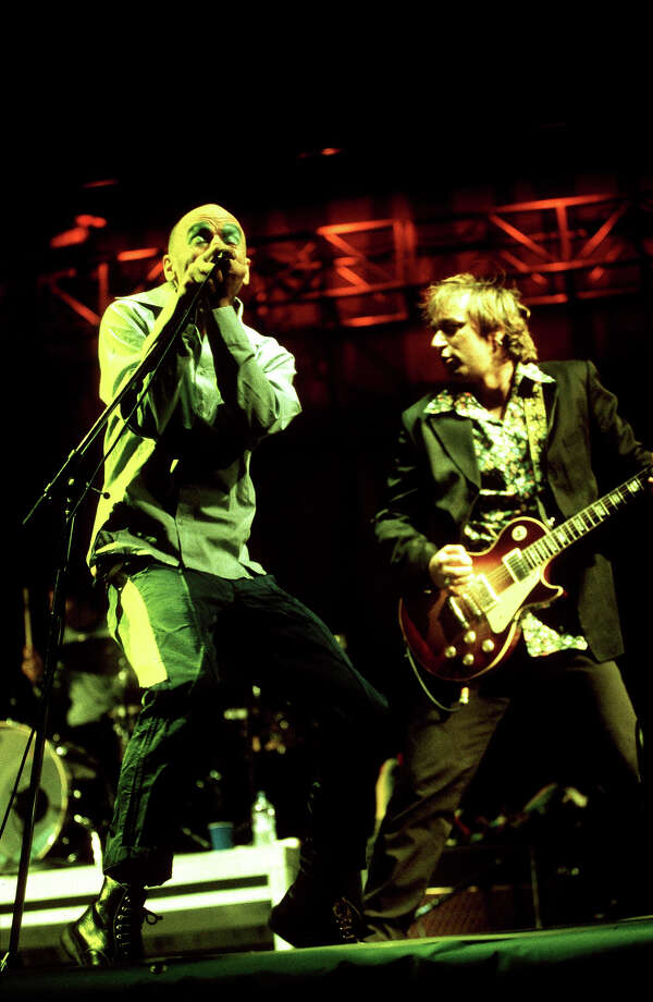 1999: Michael Stipe and Peter Buck of REM. Photo: Mick Hutson, Redferns / Redferns