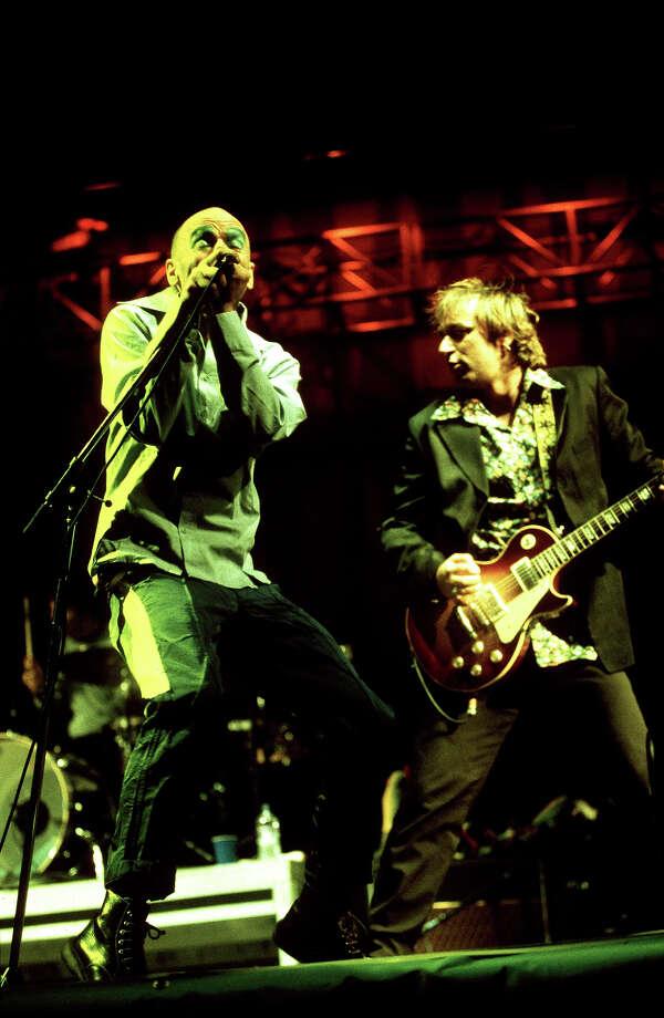 1999: Michael Stipe and Peter Buck of REM. Photo: Mick Hutson, Redferns / Redferns