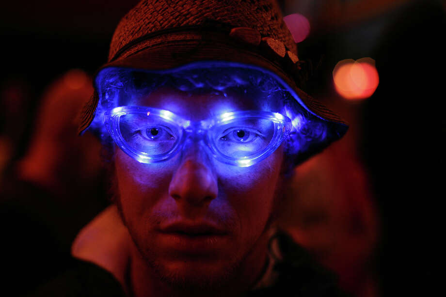 2008: A man's eyes with blue lights in his glasses in Shangri-La Diner at Glastonbury, 26th June 2008 Photo: Martin Godwin, Getty Images / 2010 Getty Images