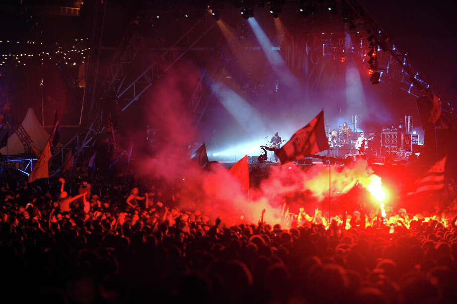 2008: The Kings of Leon on the Pryramid Stage in front of crowds bathed in red smoke at Glastonbury, 27th June 2008. Photo: Martin Godwin, Getty Images / 2010 Getty Images