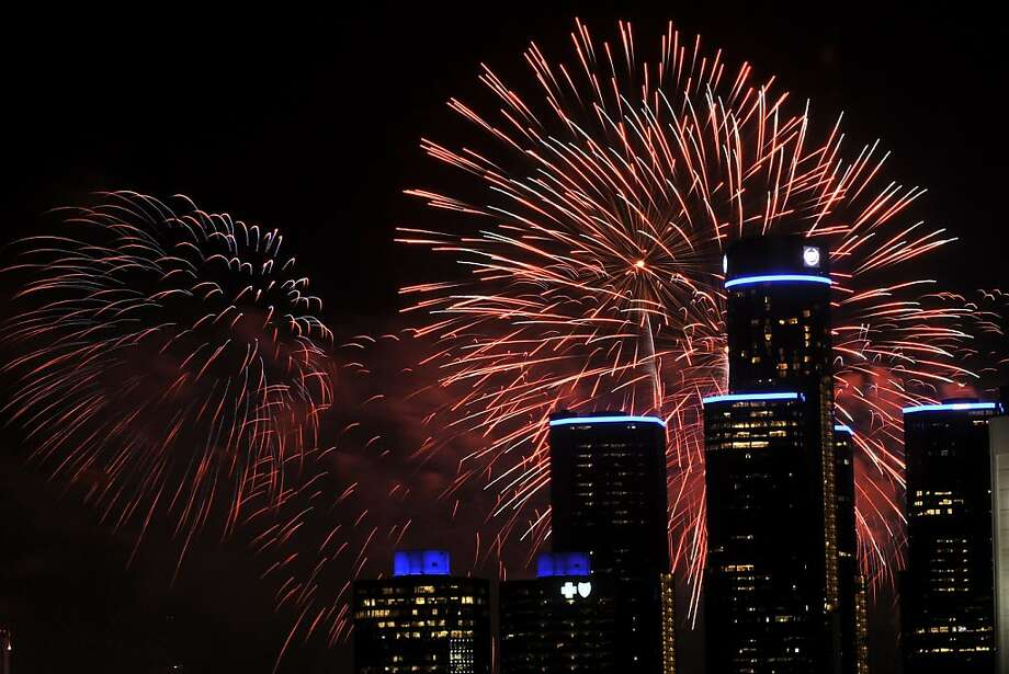 The Ford Fireworks presented by Target light up the sky in Detroit on Monday June 24, 2013. This was the 55th year for the international fireworks show on the Detroit River between Detroit and Windsor, Ontario. (AP Photo/Robin Buckson, The Detroit News) Photo: Robin Buckson, Associated Press