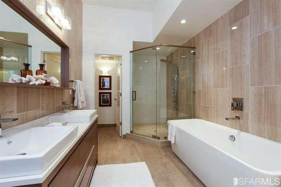 Bath 1.  Photos via  SFMLS / Vanguard Properties/Estately  http://www.estately.com/listings/info/3052-octavia-st--2