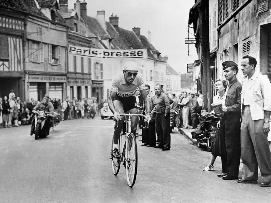 1949: Picture of Italian cyclist Fausto Coppi (1919-60) during a stage of the Tour de France 1949. Photo: AFP, AFP/Getty Images / 2009 AFP