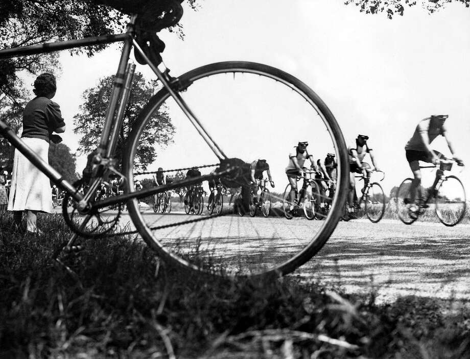 1938: Cyclists ride on during the 21st stage of the 32nd Tour de France cycling race, between Laon and Saint-Quentin. Photo: AFP, AFP/Getty Images / 2010 AFP