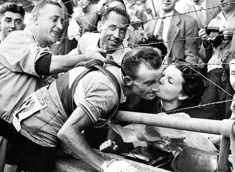 1952:  Robic kissing his wife at Paris'  Park Des Princes. Photo: Keystone-France, Gamma-Keystone Via Getty Images / 1952 Keystone-France