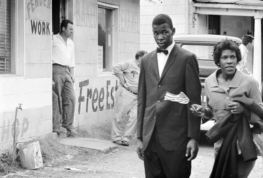 Two protestors on a black voting rights march in Alabama. Dr Martin Luther King led the march from Selma, Alabama, to the state capital of Montgomery. Photo: William Lovelace, Getty Images / Hulton Archive